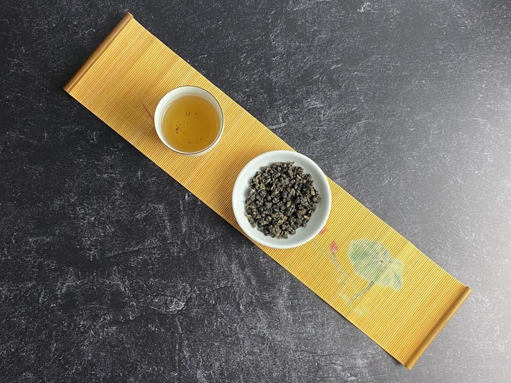 Look at the tea liquor color and dry form of the oolong.